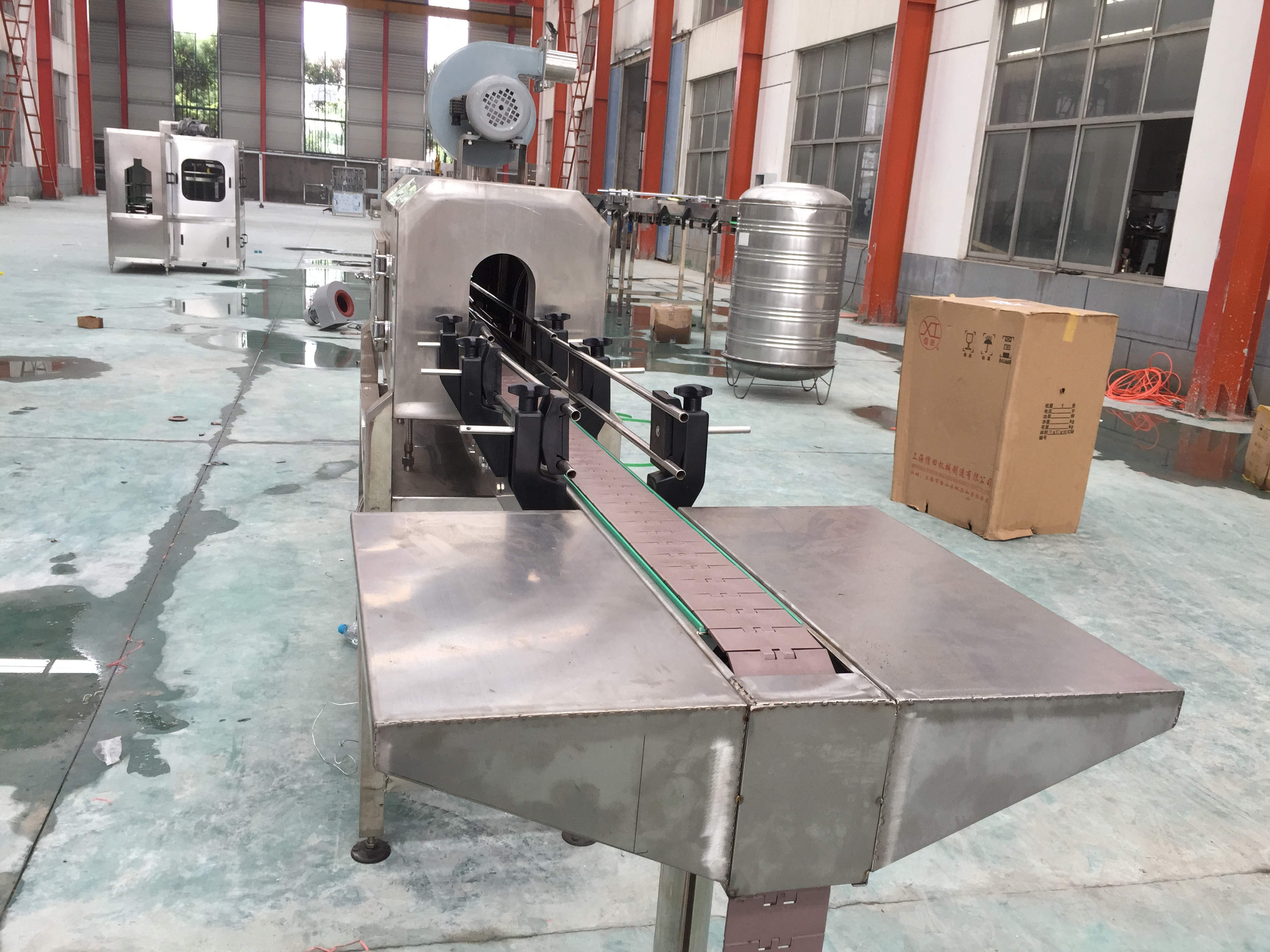Manual sleeve shrink labeling system